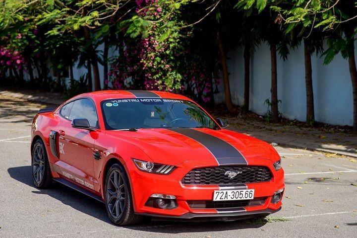 Đầu xe Mustang 2015