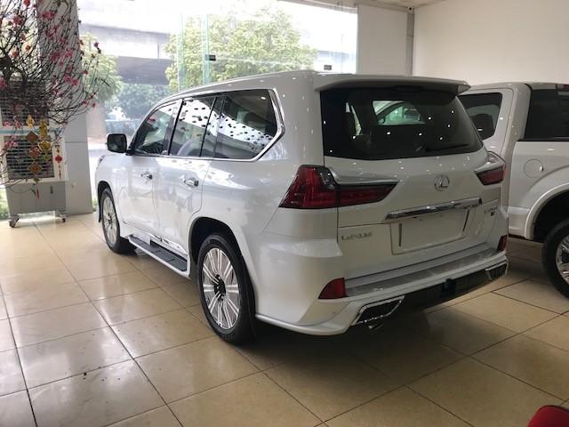 Cam kết giao ngay Lexus LX570 Super Sport S màu đen và trắng 2019 nhập mới 100%