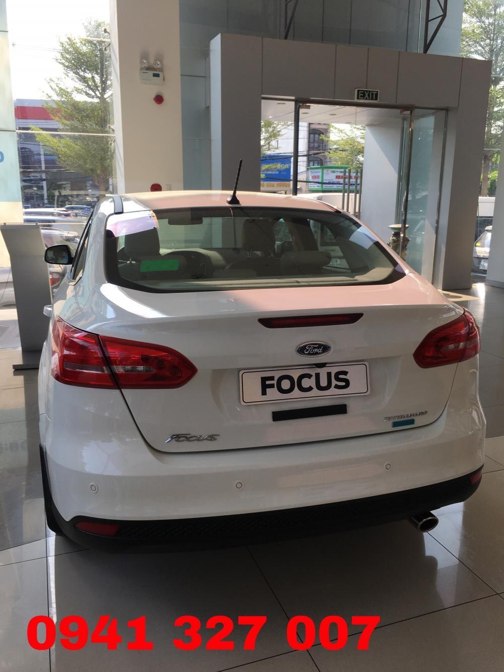Bán Ford Focus Trend năm 2019, màu trắng, giá tốt