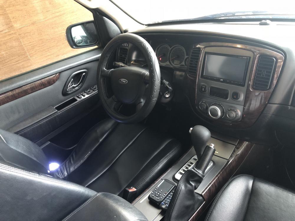 Cần bán gấp Ford Escape XLT model 2010, màu hồng phấn