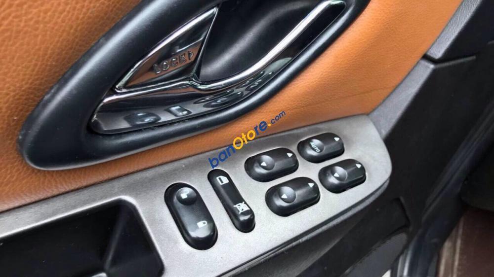 Bán ô tô Ford Escape năm sản xuất 2011, màu kem (be), giá tốt