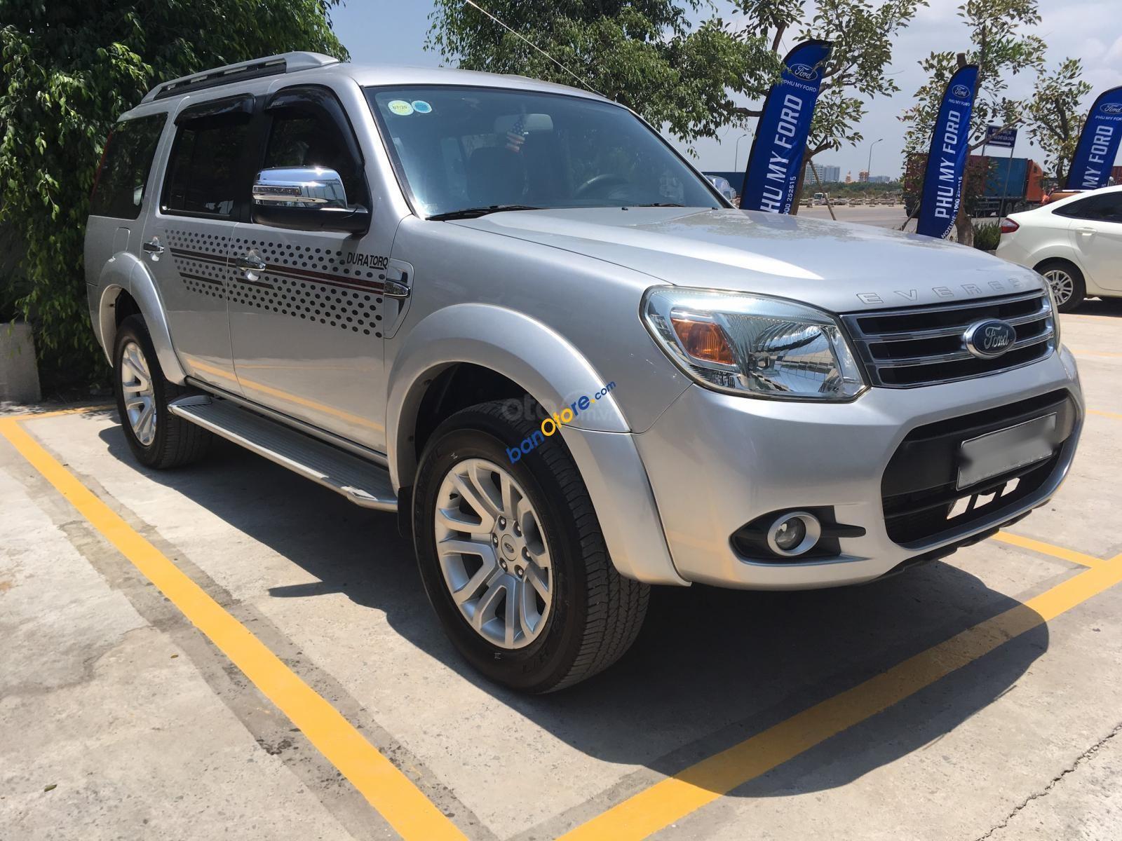 Cần bán gấp Ford Everest năm sản xuất 2013, số sàn