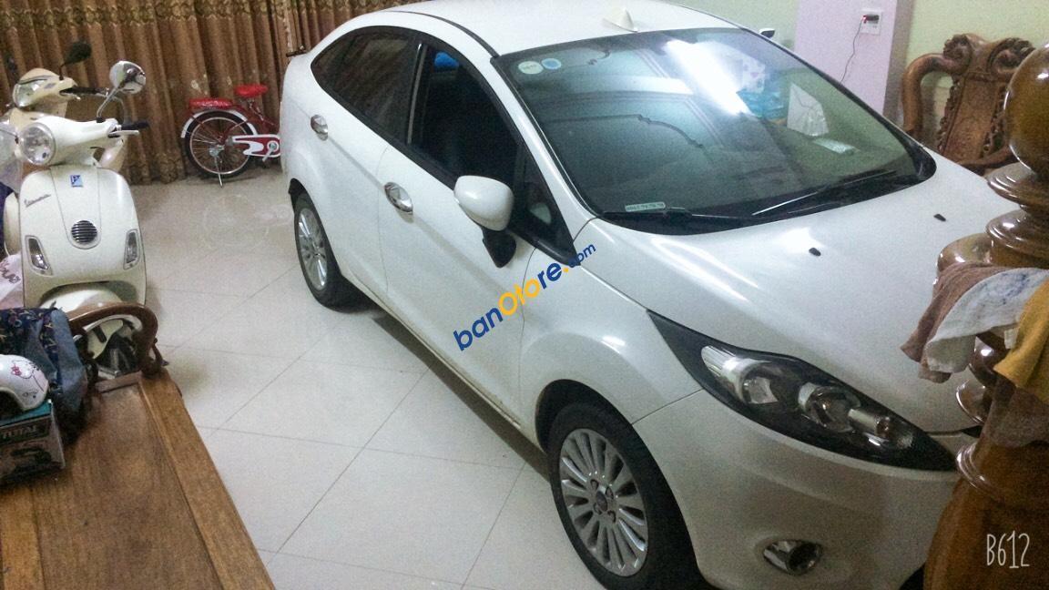 Bán Ford Fiesta 1.6AT sản xuất 2012, màu trắng, 375 triệu