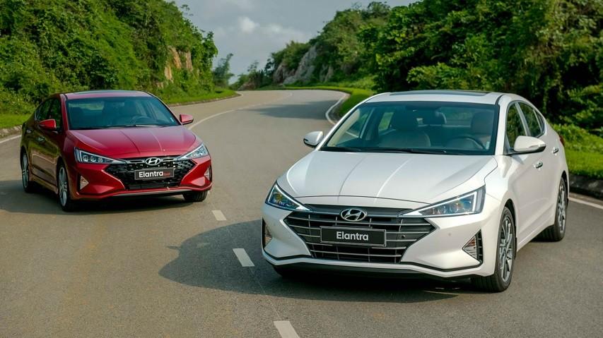 Cần bán Hyundai Elantra 2.0AT 2020, màu trắng, giao ngay trả góp 80%