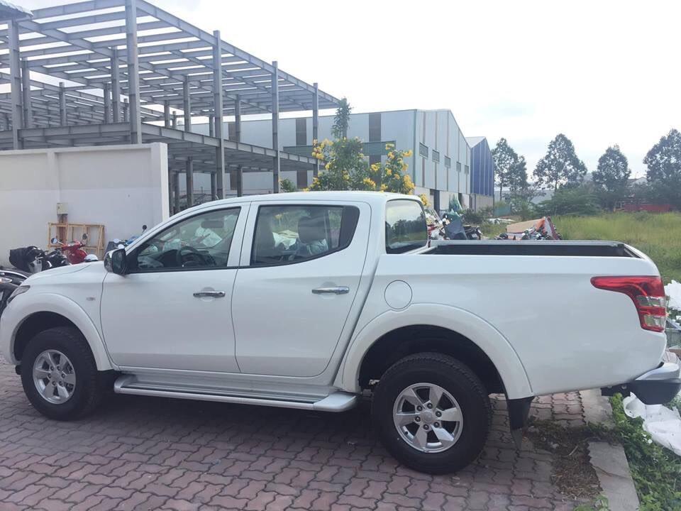 Bán Mitsubishi Triton 2019, màu trắng, xe nhập khẩu, giá 555tr