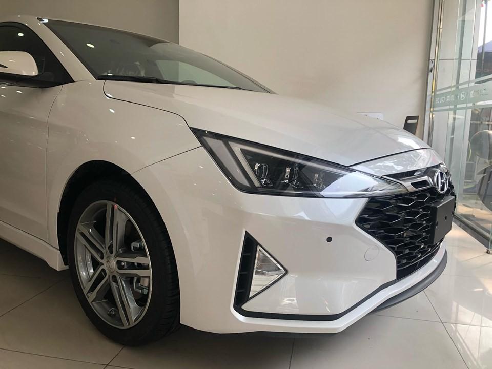 Bán ô tô Hyundai Elantra năm 2020, màu trắng, giá 735tr