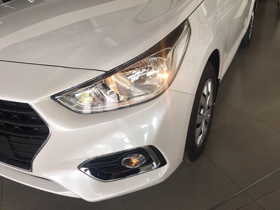 Bán ô tô Hyundai Accent năm sản xuất 2021, màu trắng, 425tr, giá tốt nhất