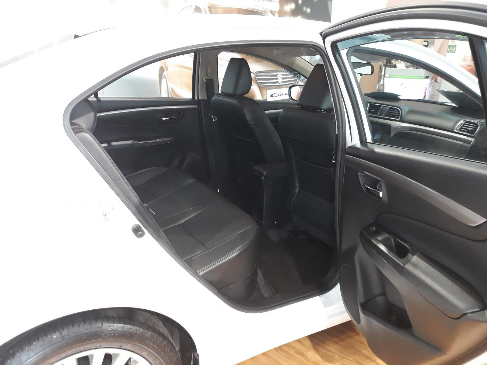 Bán Suzuki Ciaz full AT 2019, màu trắng, sở hữu xe chỉ 7.8 triệu 1 tháng