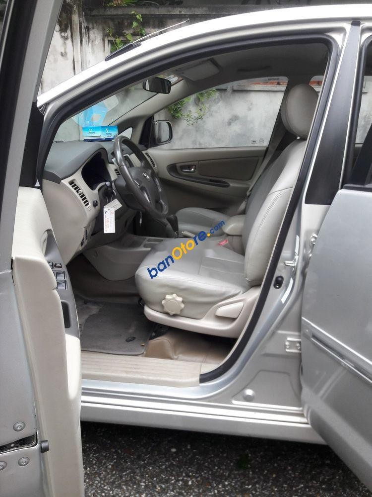 Bán Toyota Innova 2.0G sản xuất năm 2013, màu bạc chính chủ, giá chỉ 530 triệu