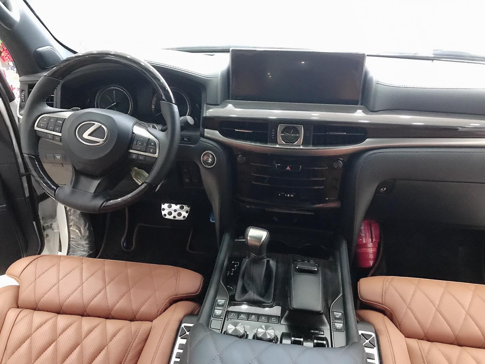 Bán xe Lexus LX 570 sản xuất 2019, màu trắng, nhập khẩu
