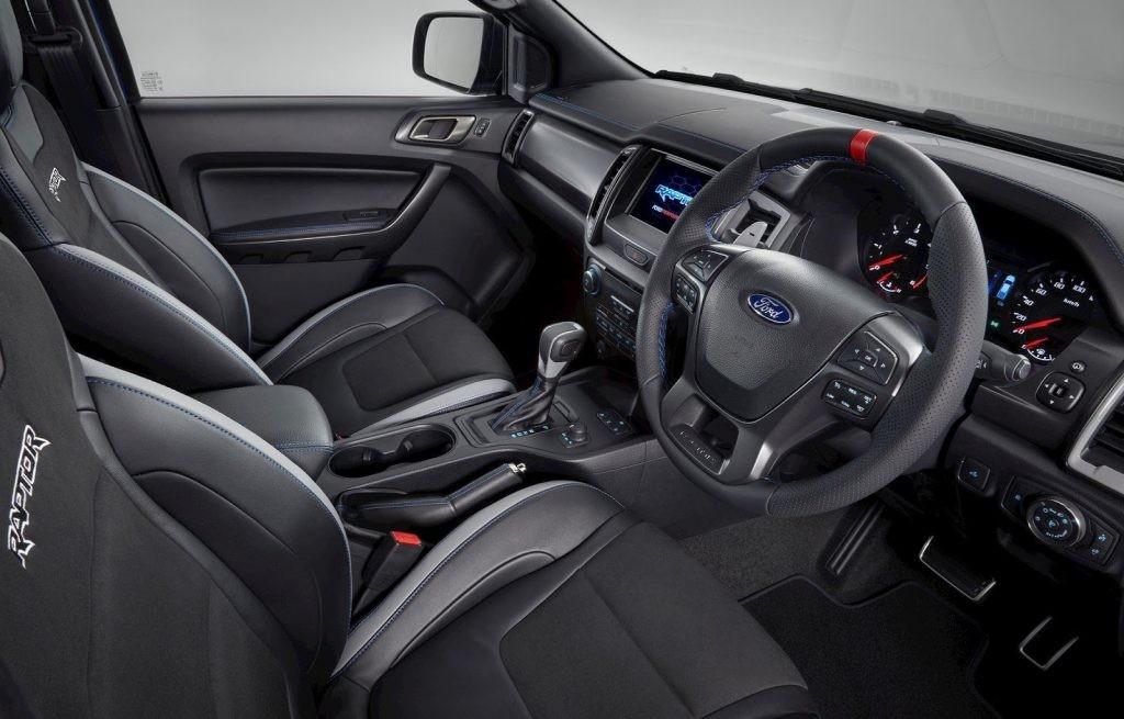 Ấn tượng đầu tiên trên Ford Ranger Raptor là ghế ngồi