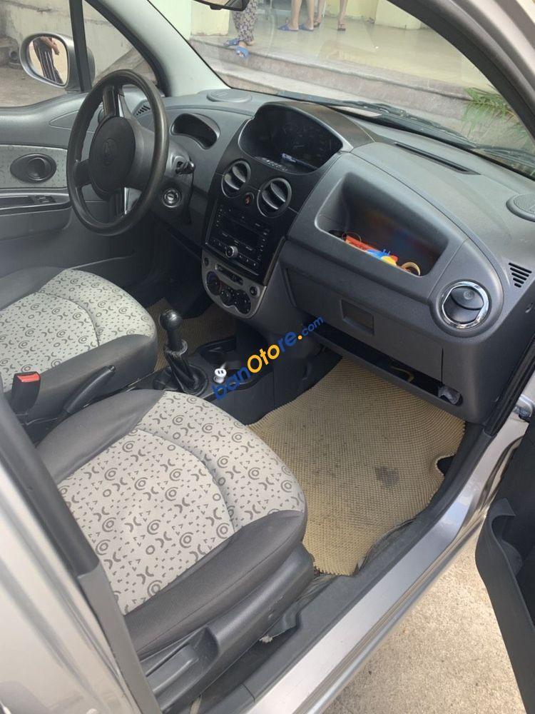 Xe Chevrolet Spark sản xuất năm 2015, màu bạc