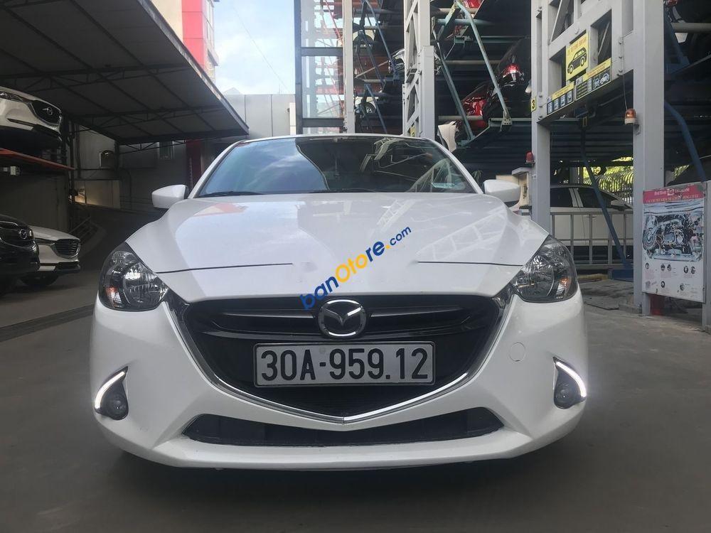 Cần bán lại xe Mazda 2 năm sản xuất 2016, màu trắng