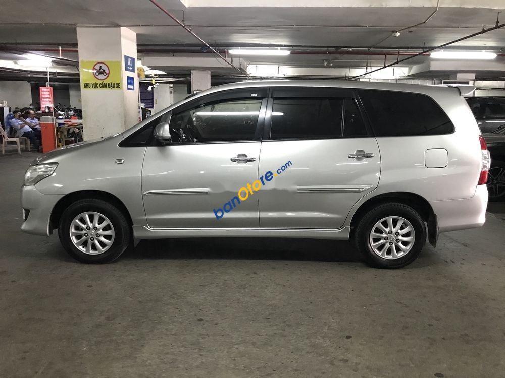 Cần bán xe cũ Toyota Innova MT sản xuất năm 2013, màu bạc