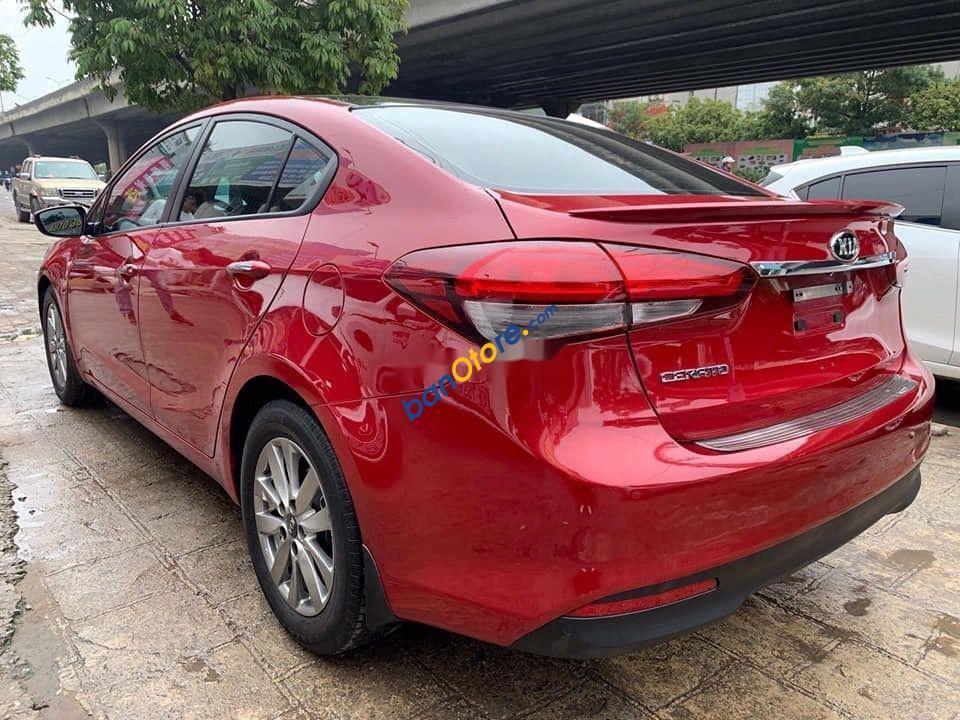 Cần bán gấp Kia Cerato sản xuất năm 2018, màu đỏ