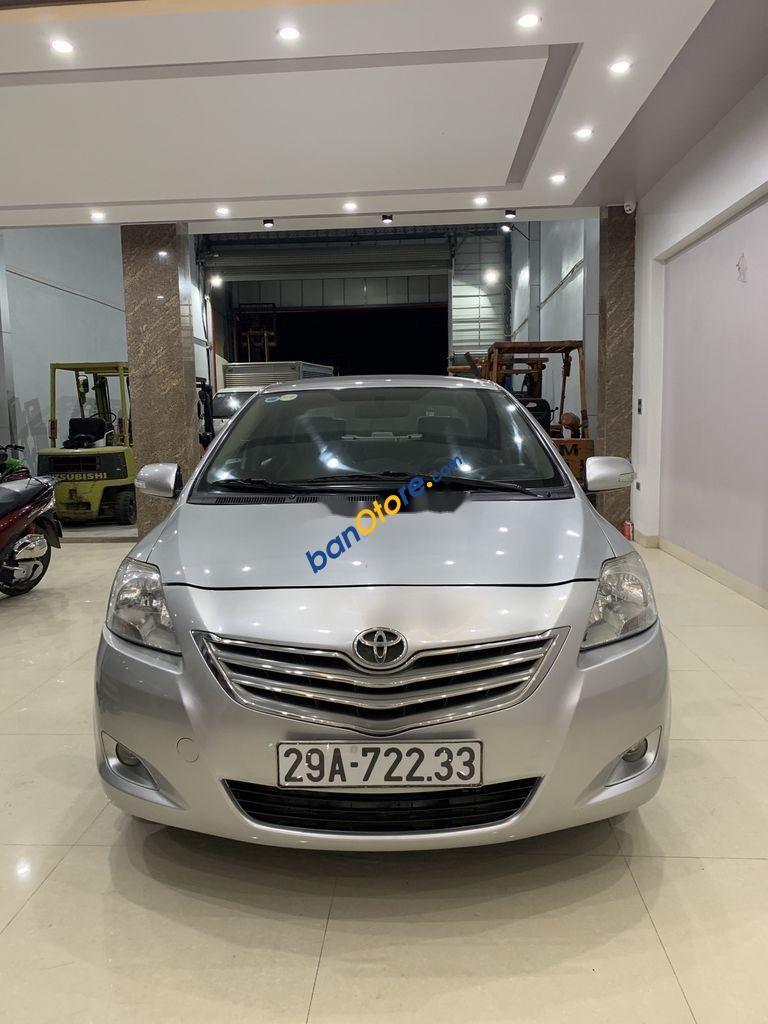 Bán ô tô Toyota Vios sản xuất năm 2010, màu bạc số tự động