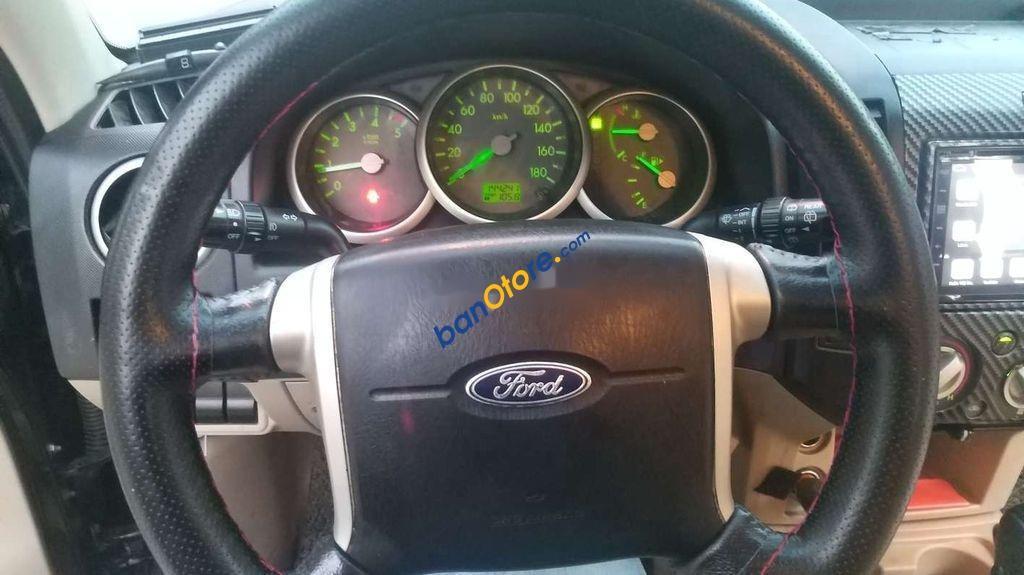 Xe Ford Everest sản xuất 2009, màu đen
