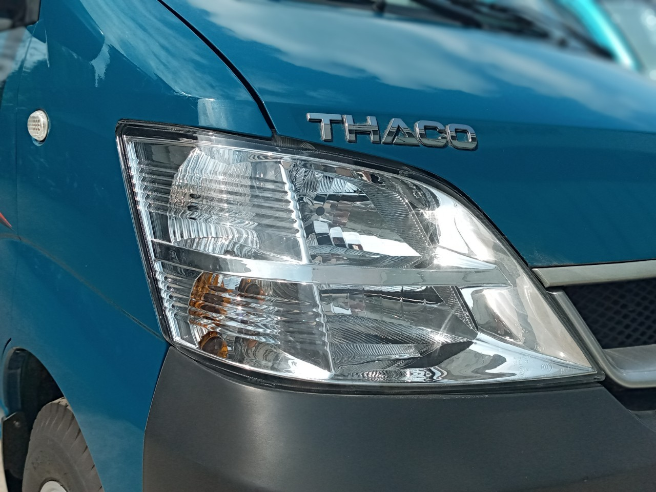 Giá xe tải thùng Thaco Towner 990 có cửa hông, hỗ Trợ trả góp 70% tại Tp Đà Nẵng