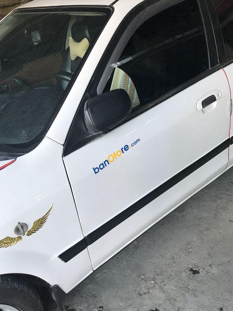 Cần bán Ford Laser năm sản xuất 2002, màu trắng, 149tr