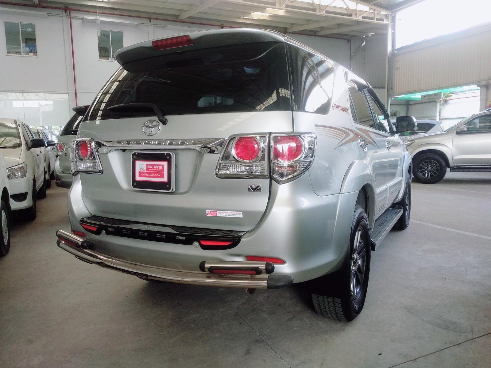 Cần bán xe Toyota Fortuner 2.7 AT 4x2 2013, màu bạc