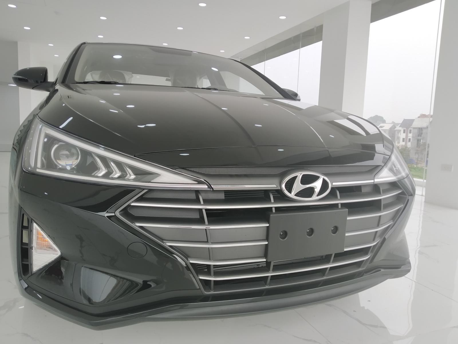 Hyundai Elantra 1.6 AT cập nhật giá tốt thị trường