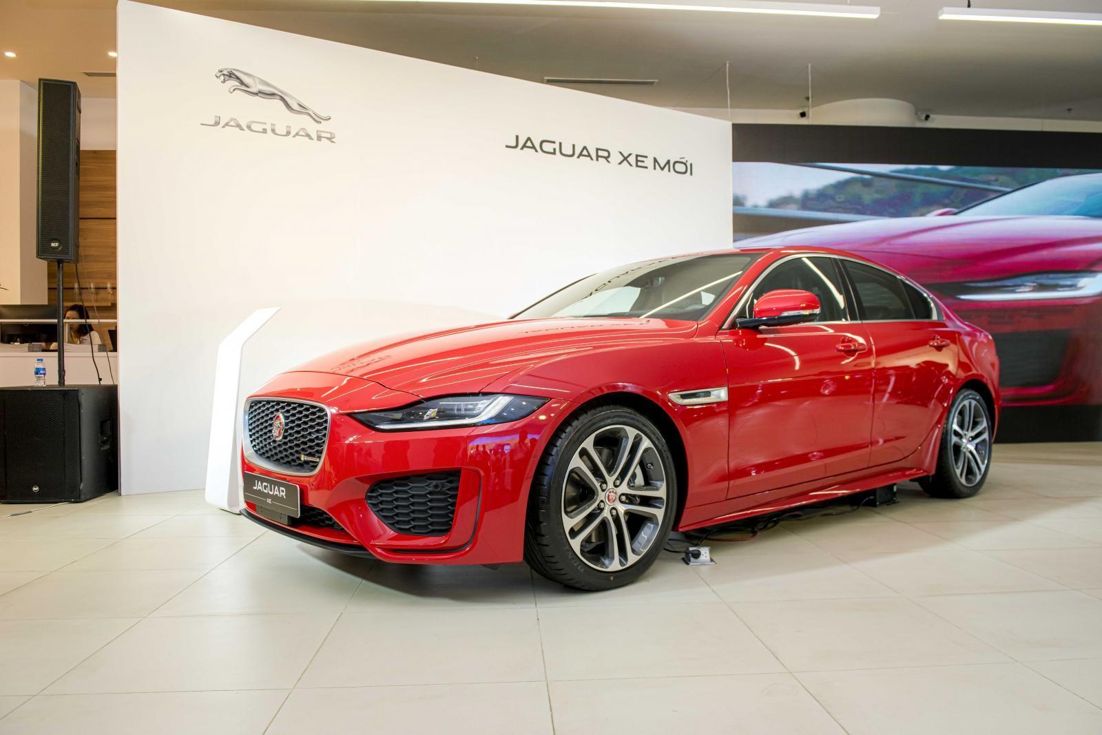 Jaguar XE 2020 có giá từ 2,6 tỷ đồng