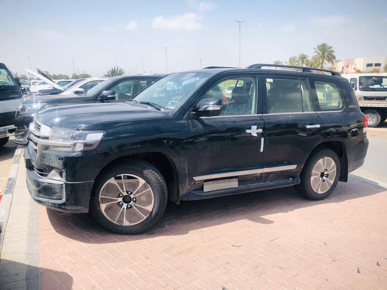 Bán Toyota Land Cruise VX R 4.6, nhập Trung Đông, sản xuất 2020, bản full kịch đồ, giá tốt