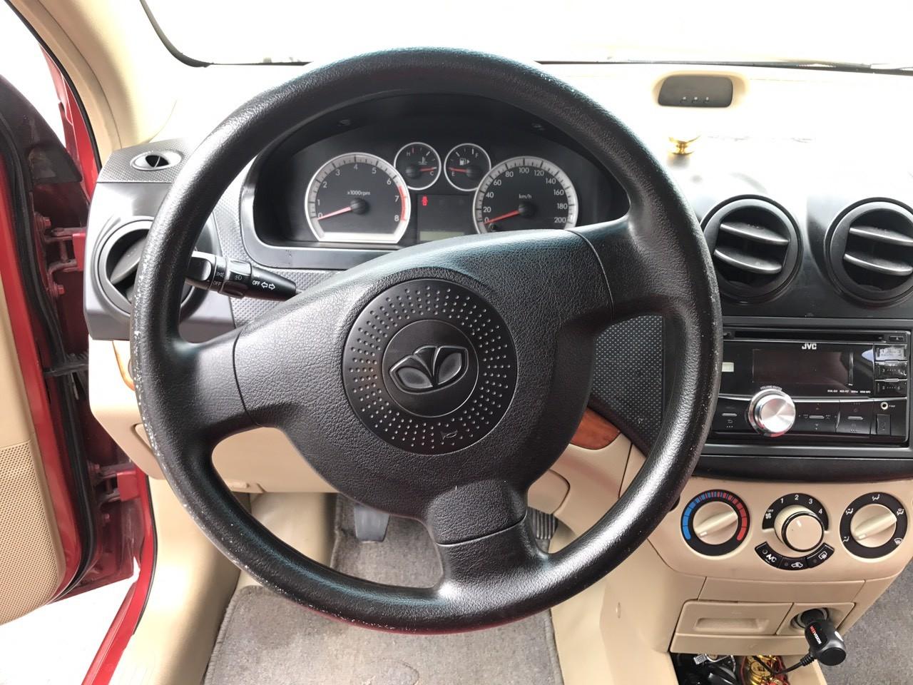 Xe Daewoo Gentra 1.5MT sản xuất 2009, màu đỏ còn mới