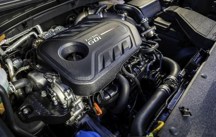 Sedona đi kèm với động cơ V6 công suất 276 mã lực và được kết hợp với hộp số tự động tám cấp