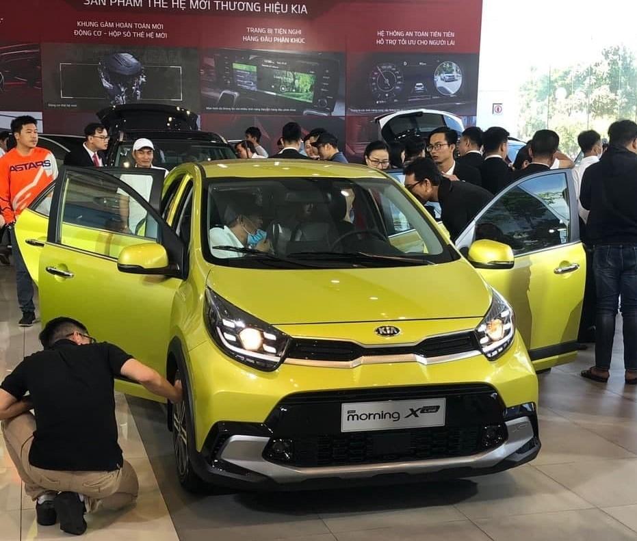 Kia Morning 2021 ra mắt ở Việt Nam, giá ngang VinFast Fadil.