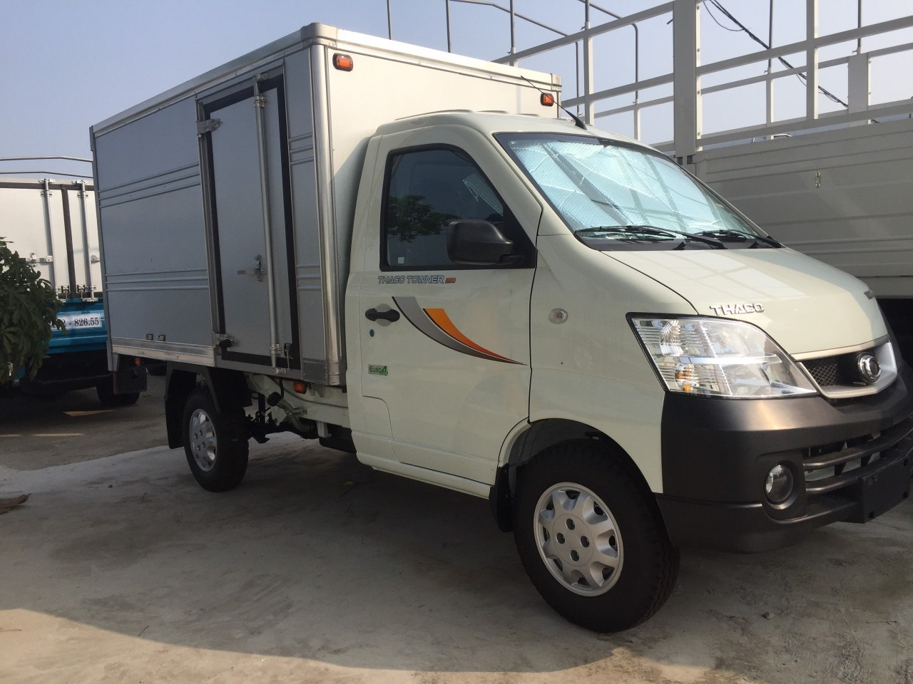 Cần bán xe Thaco Towner 990 thùng kín 2021