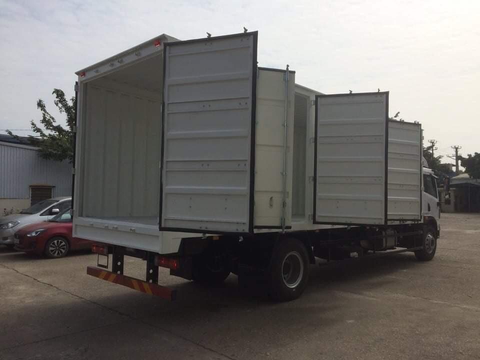 Xe tải Faw 8 tấn thùng kín container 3 cửa hông trả góp