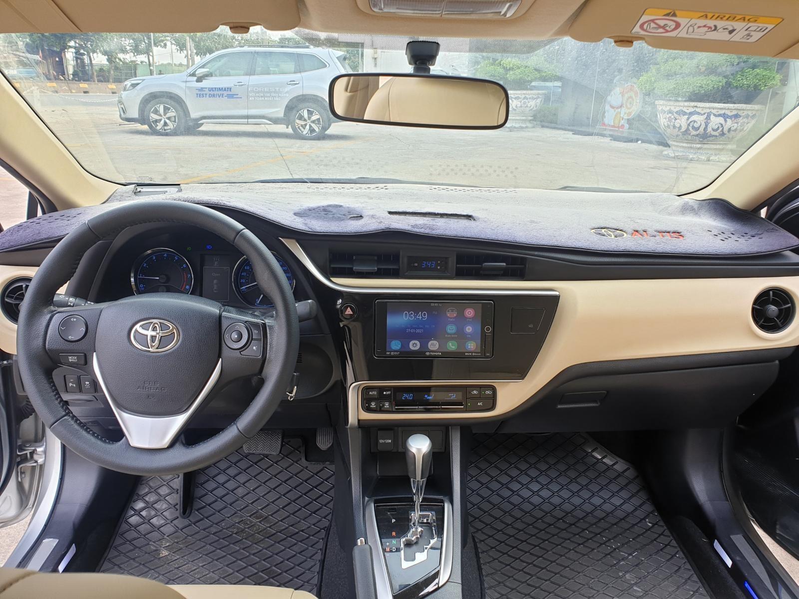 Cần bán xe Toyota Altis 1.8G AT 2018 màu bạc, xe đi ít giữ kĩ chính hãng Toyota Sure