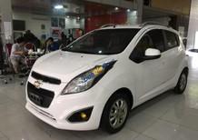 Salon bán xe Chevrolet Spark sản xuất 2013, màu trắng