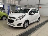 Cần bán xe Chevrolet Spark LT sản xuất 2017, màu trắng
