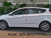 Bán ô tô Hyundai Accent sản xuất 2017 màu trắng, nhập khẩu,tiết kiệm xăng