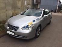 Lexus ES 350 màu bạc, số tự động màu xám
