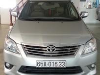 Cần bán xe Toyota Innova 2.0 V 2012, màu bạc, số tự động