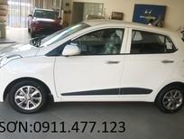 Bán ô tô Hyundai i10 mới màu trắng, trả góp 90%xe, LH Ngọc Sơn: 0911.377.773
