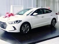Cần bán xe Hyundai Elantra 1.6MT phiên bản mới đời 2016, màu trắng, giá tốt