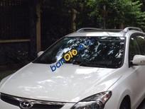 Cần bán gấp Hyundai i30 AT đời 2011, màu trắng