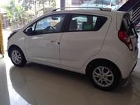 Bán Chevrolet Spark LS đời 2017, màu trắng hỗ trợ 100% ngân hàng nhận xe ngay