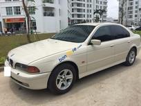 Xe BMW 5 Series 528i đời 2000, màu trắng xe gia đình