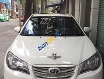 Cần bán Hyundai Avante 1.6AT 2011, màu trắng còn mới