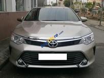 Cần bán lại xe Toyota Camry 2.0E đời 2015, màu vàng