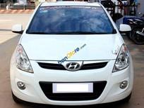 Cần bán Hyundai i20 1.4AT đời 2011, màu trắng số tự động, giá tốt