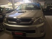 Cần bán gấp Toyota Hilux G 2010, màu bạc, nhập khẩu