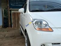 Cần bán Chevrolet Spark LT đời 2008, màu trắng xe gia đình