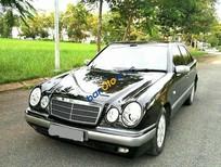 Bán xe cũ Mercedes E230 đời 1997, màu đen còn mới, giá 179tr