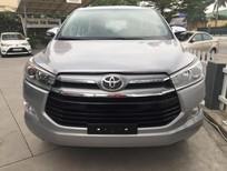 Toyota Hải Dương bán Innova 2.0V đời 2017, màu bạc, mới 100%. Hỗ trợ trả góp, Lãi suất thấp. LH: 096.131.4444(Ms.Hoa)